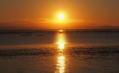干潟に沈む夕日