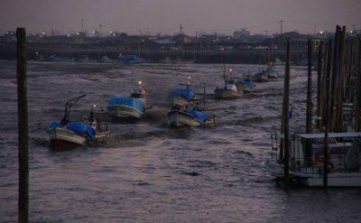 漁の風景<small>(ノリ船の出船・入船)</small>